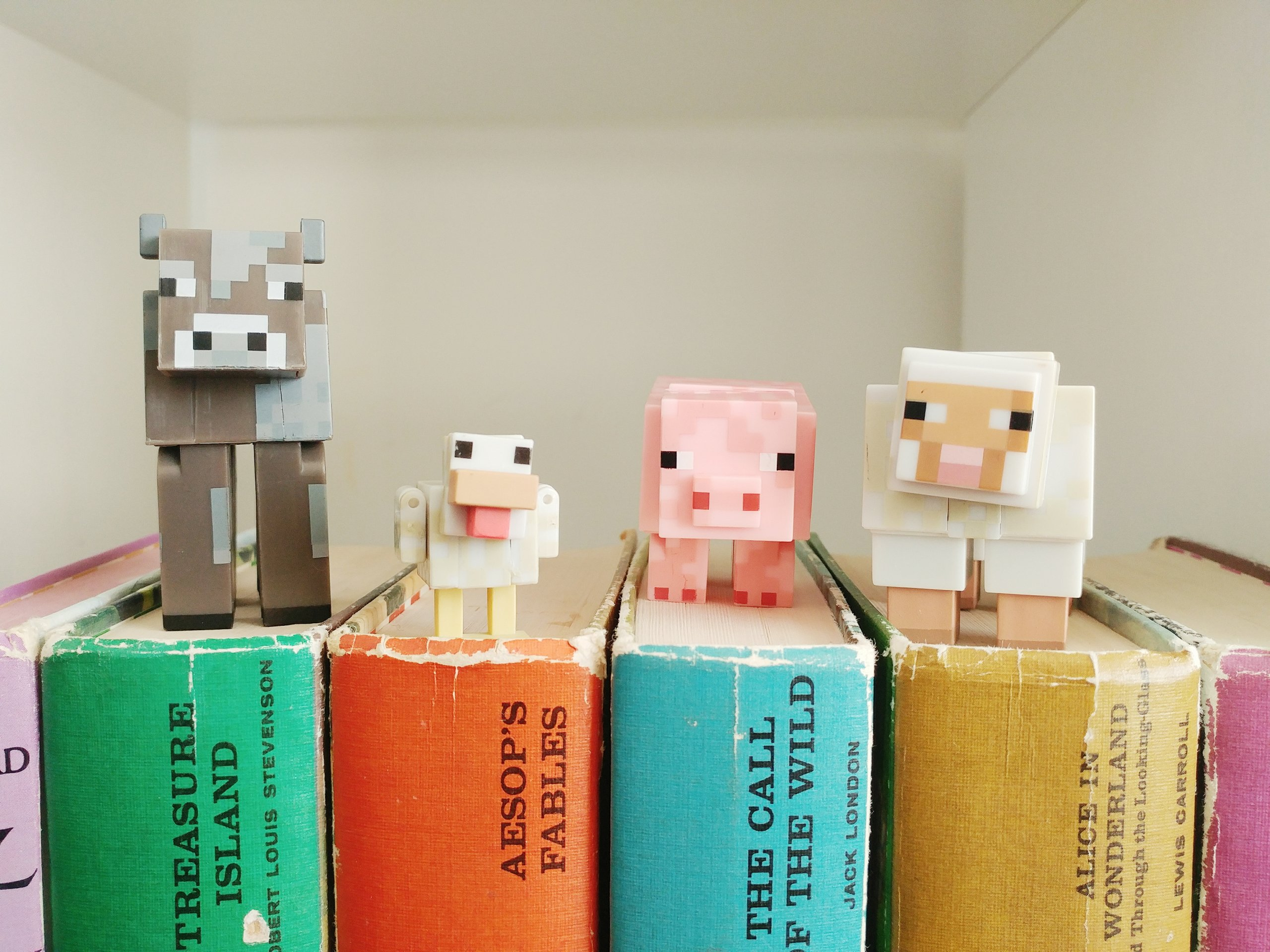 Printable Minecraft Reading Log - free printable reading log to inspire kids to read more!